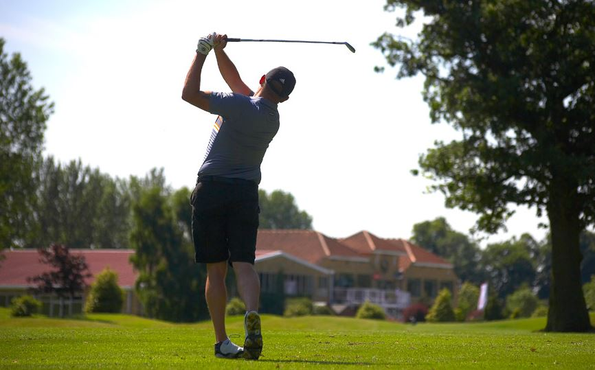 Charity golf day raises £5,000 for Cancer Research UK
